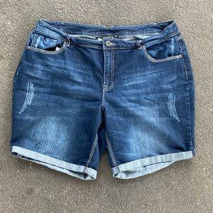 Cato Woman Jean Shorts Distressed 20w